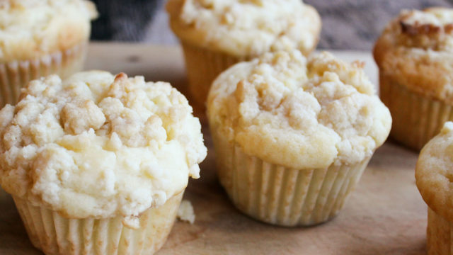 Cheesecake Streusel Muffins