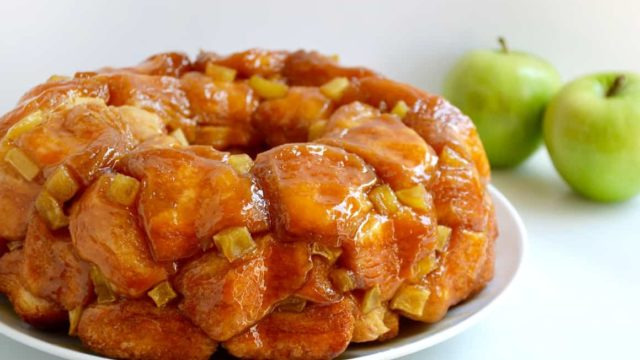 Easy Caramel Apple Monkey Bread