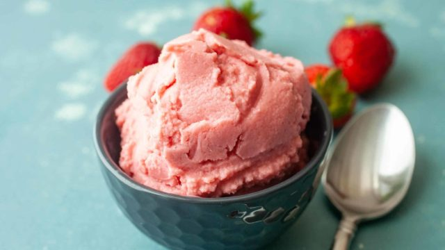 Three Ingredient Strawberry Frozen Yogurt
